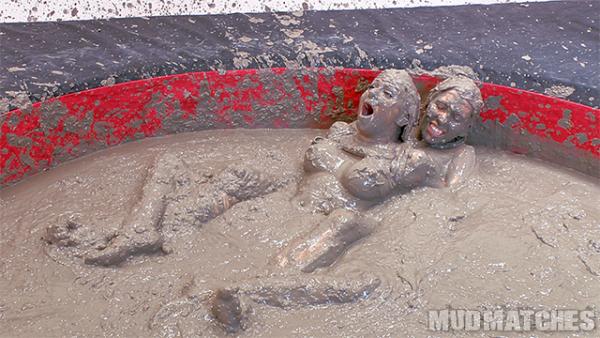 Samantha Grace Sarah Brooke mud wrestling hold